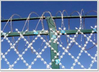 奧華監獄防攀爬隔離焊接刀片刺繩網片
