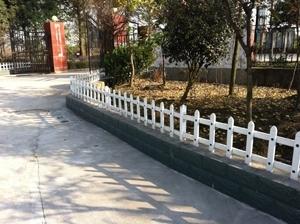 信阳pvc护栏 洛阳pvc草坪护栏 郑州pvc草坪护栏 栏杆