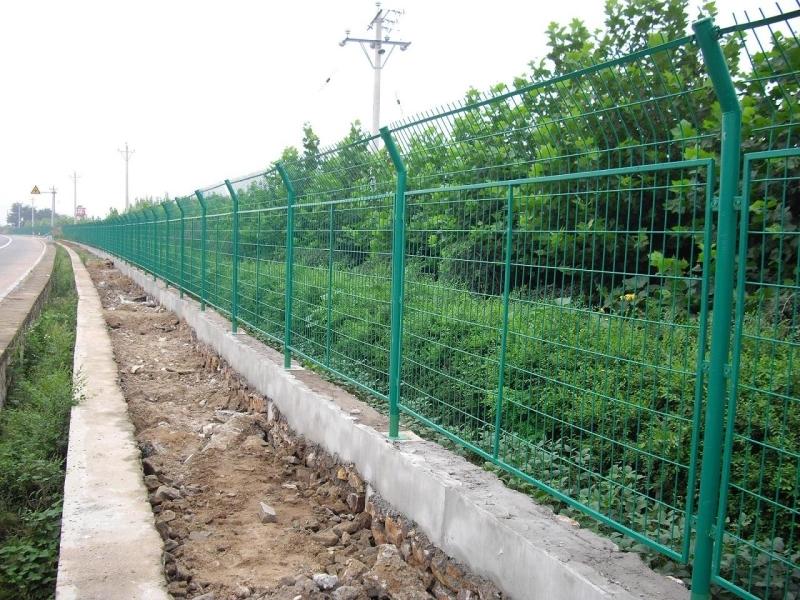 贵州厂家现货供应框架护栏、贵阳小区护栏网定做